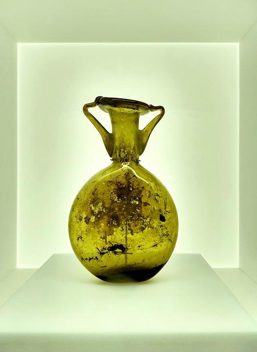 bouteille en verre soufflé verte