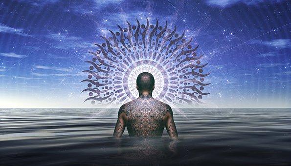 un homme dans une l'immensité de l'eau devant la roue de la vie et ses diverses chemins